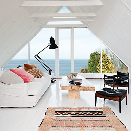 Salon-blanc-sous-les-toits